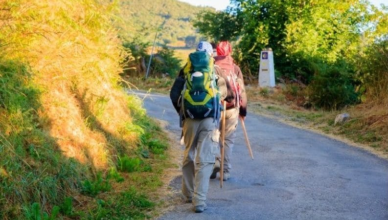 Due pellegrini in cammino
