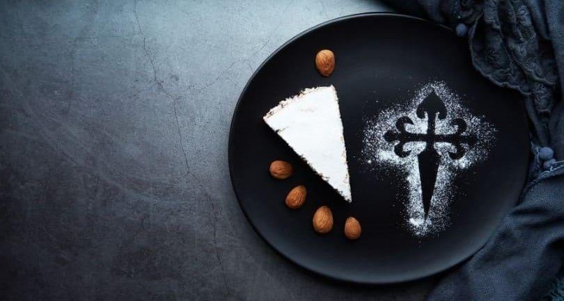 Fetta di torta con croce di santiago