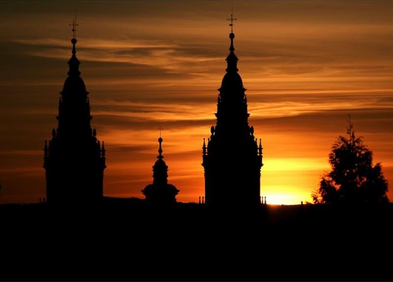 Le guglie della cattedrale di santiago al tramonto