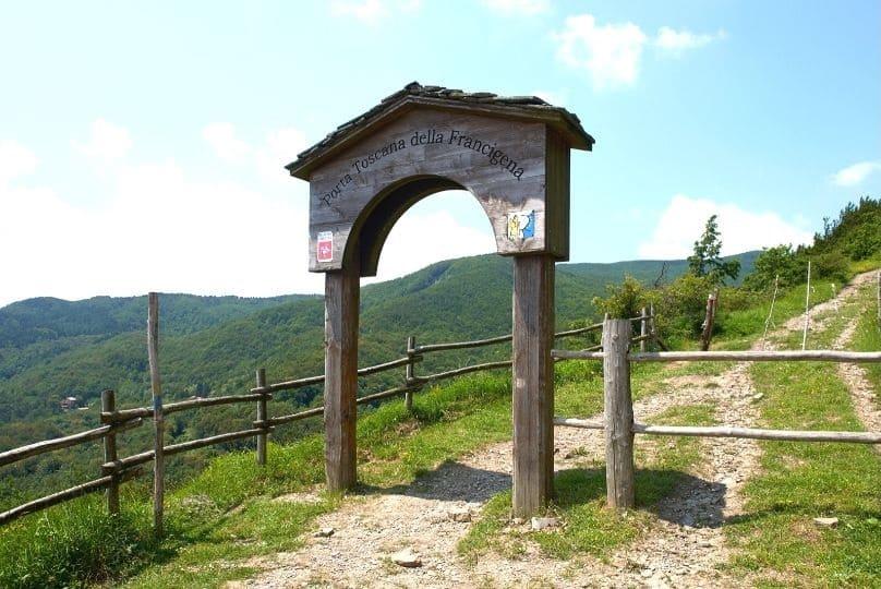 Porta toscana sulla via francigena