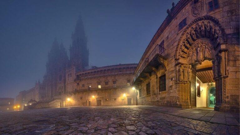 la cattedrale nella foschia ti fa chiedere se il Cammino di Santiago ti cambia la vita