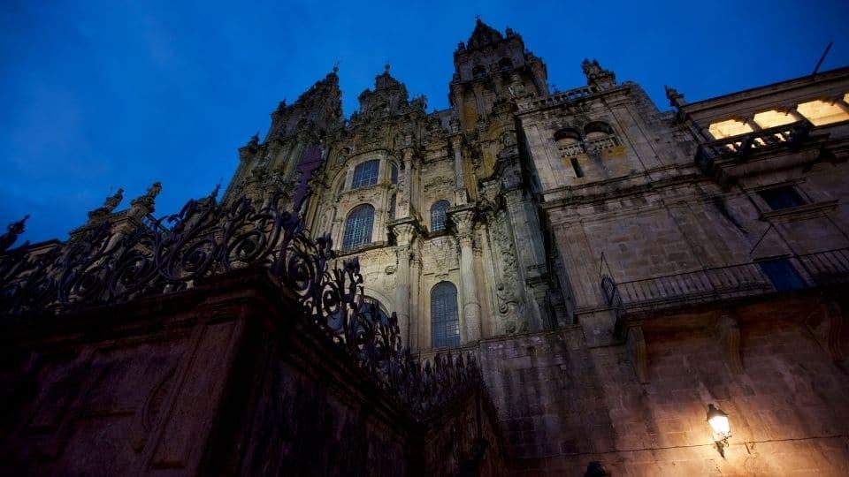 La cattedrale di santiago di compostela di notte