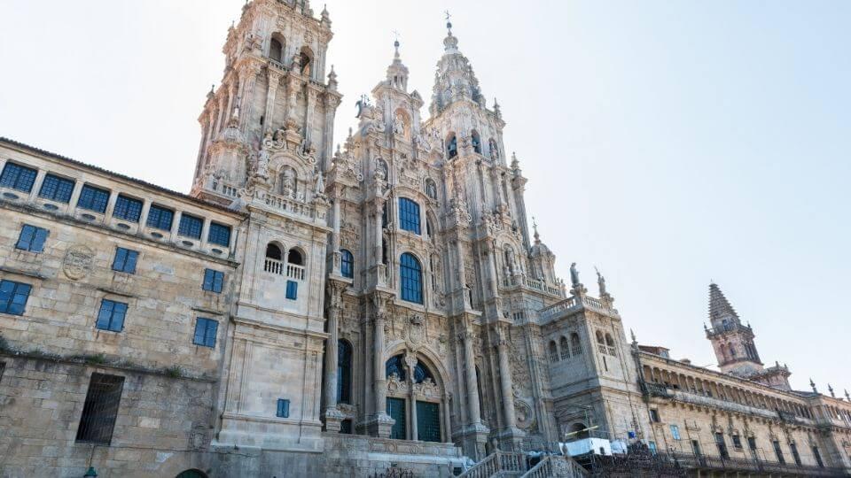 La cattedrale di santiago illuminata dal sole
