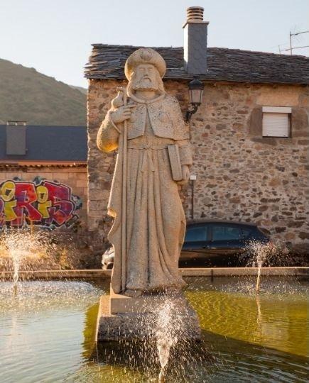 Statua di santiago a molinaseca