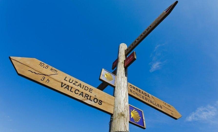 indicazioni lungo il Cammino di Santiago a Roncisvalle