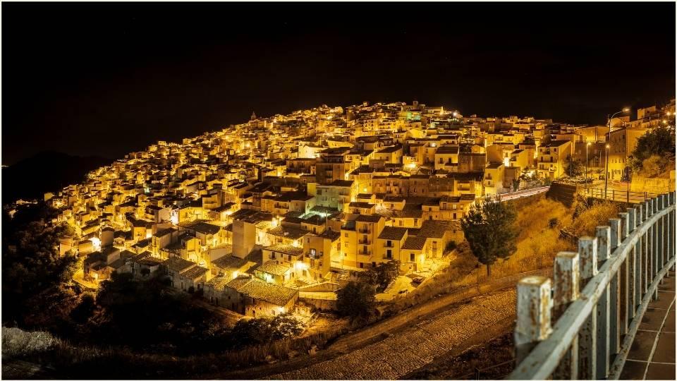 vista notturna di Prizzi